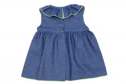 Vista espalda blusa Denim, color azul oscuro.