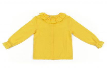 Vista frontal camisa amarilla.