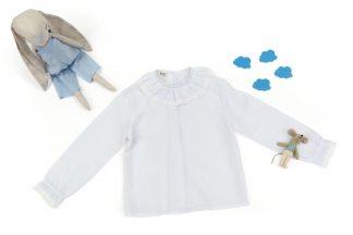 Exposición camisa blanca.