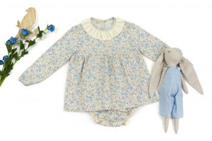 Exposición camisa y culotte estampados flores y pájaros tonos azules. Modelo Blue Birds.