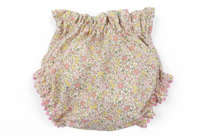 Vista trasera culotte estampado flores y mariposas tonos rosa y amarillo. Modelo Butterfly.