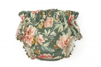Vista delantera de culotte color verde estampado flores grandes tonos rosa. Modelo Garden.