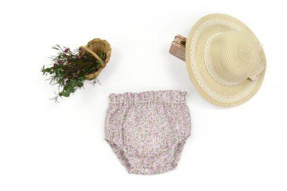 Exposición culotte estampado flores pequeñas tonos rosa. Modelo Peonia.