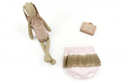 Exposición culotte rosa liso con puntilla trasera. Modelo Rose.