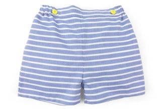 Vista frontal pantalón corto rayas horizontales azul. Modelo Nautic.