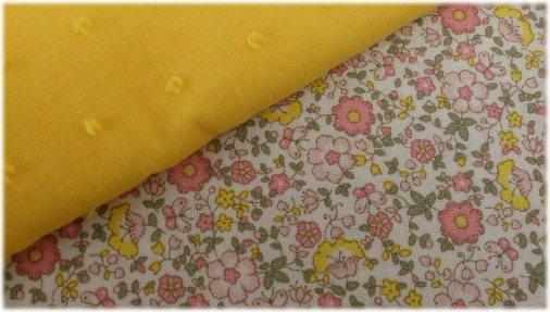 Tela de flores y plumeti amarillo