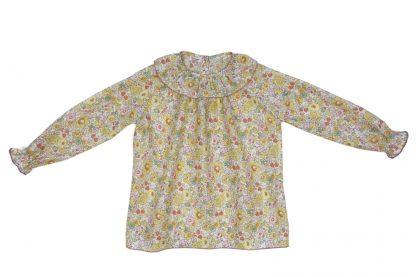 Vista frontal blusa tela liberty flores rosa, amarillo y verde