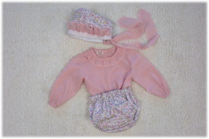 Combinación culotte y capota Peonias con camisa plumeti rosa empolvado.