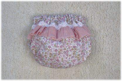 Vista trasera culotte estampado flores tonos rosa.