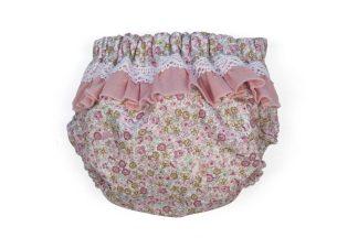 Vista trasera culotte estampado flores tonos rosa, con detalle volante y puntillas.