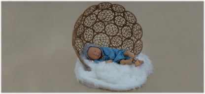 Maniquí bebe en exposición con ranita y capota tonos azules