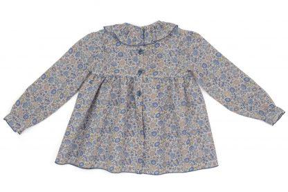 vista espalda blusa cuello volante liberty flores azul y topo