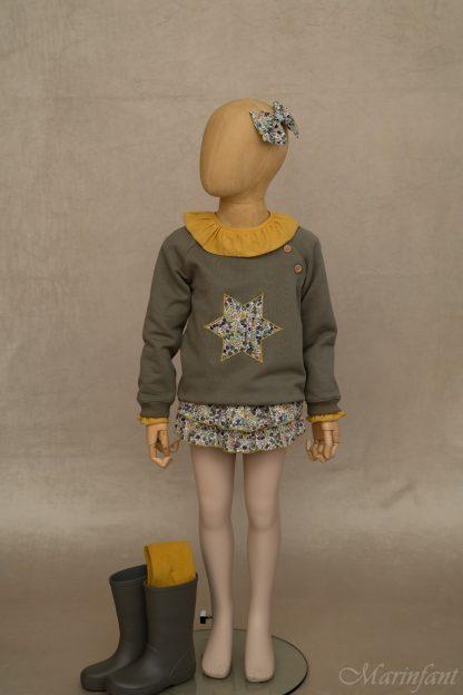 Maniqui vestido con combinación Liberty y camisa en ocre.
