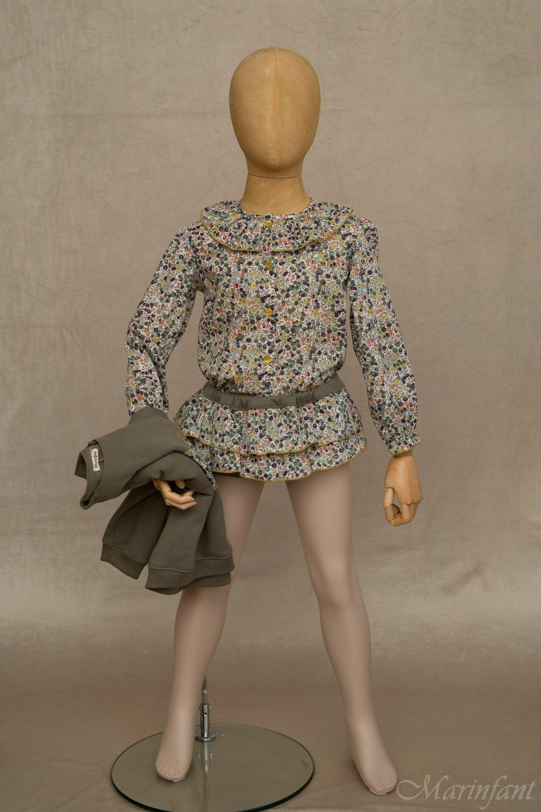 Maniqui vestido con camisa cuello volante y culotte volantes en Liberty